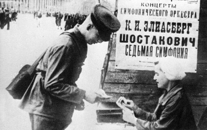 Выступление Большого симфонического оркестра в блокадном Ленинграде в августе 1942 года (3 фото)