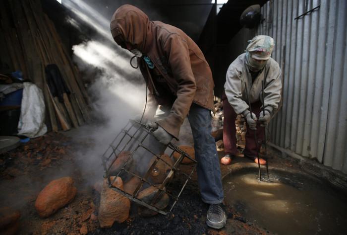 Нелегкая жизнь граждан Непала (19 фото)
