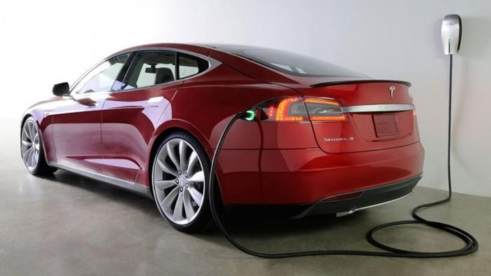 В Норвегии Tesla Model S сгорела на станции быстрой зарядки (3 фото + 2 видео)