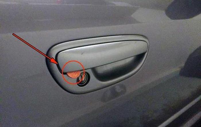 Осторожно! Новая уловка автоугонщиков (3 фото)