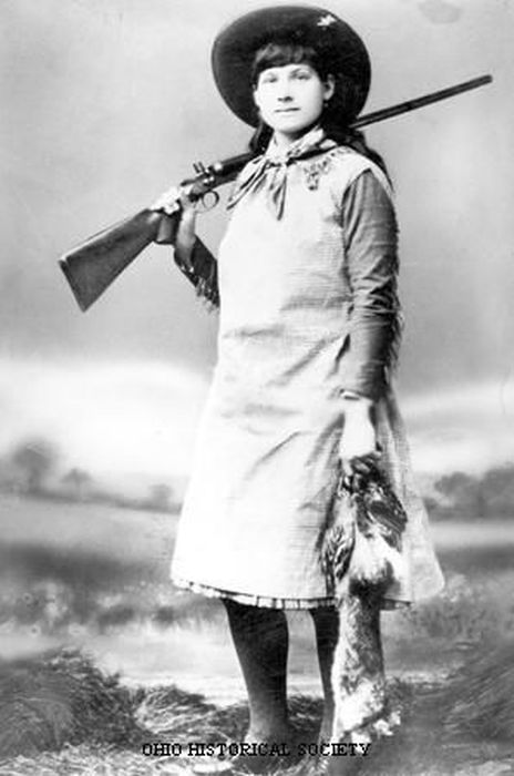 Энни Оукли - самая меткая женщина-стрелок в мире (37 фото)