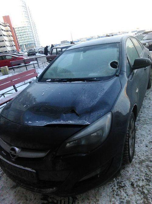 Наказание кирпичом за неправильную парковку (3 фото)