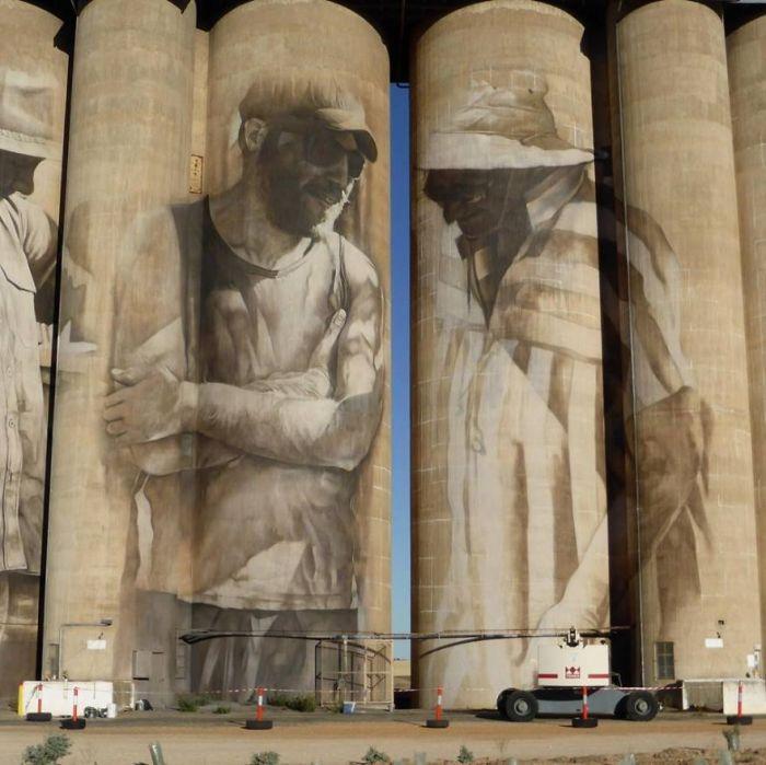Уличный художник Гвидо ван Хелден расписал старое зернохранилище (4 фото + видео)
