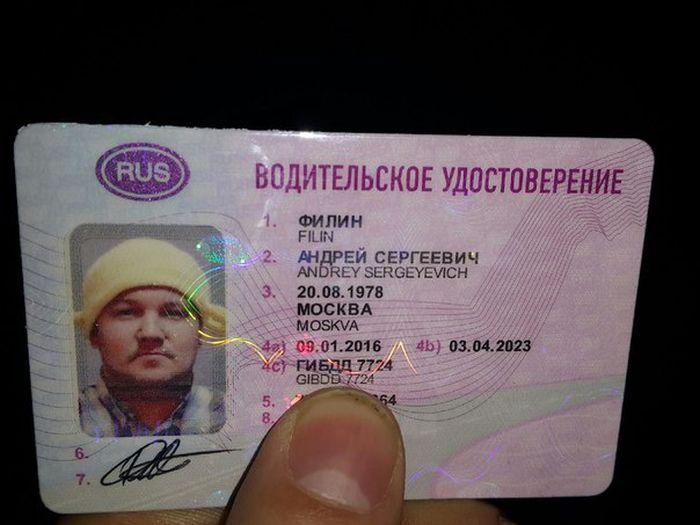 Первый московский пастафарианин сфотографировался на права с дуршлагом на голове (3 фото)