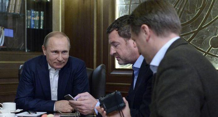 Выложенное на сайте Кремля интервью Путина немецким журналистам было лишено острых вопросов (3 фото + текст)