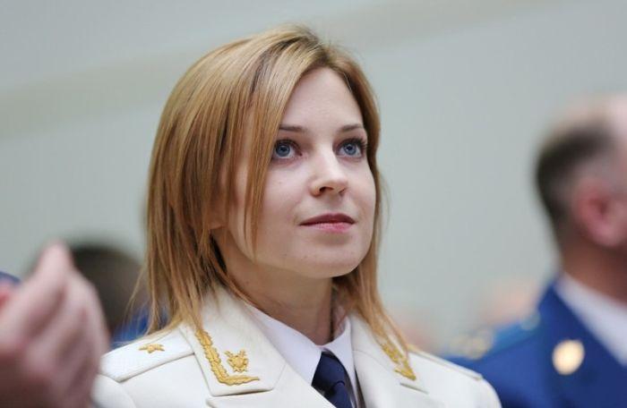 Наталья Поклонская впервые появилась на публике в белом парадном кителе с генеральскими погонами (5 фото)