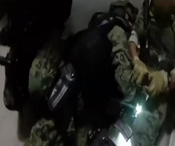 Мексиканская полиция опубликовала видео задержания Хоакина Гусмана по кличке Коротышка