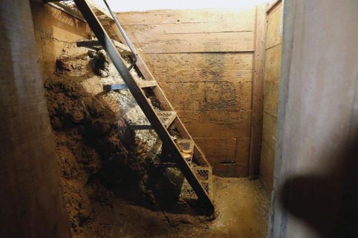 Подземный бункер, в котором скрывался Хоакин Гусман Лоэра по кличке «Коротышка» (19 фото)