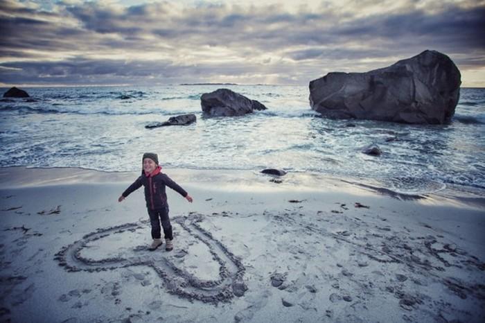 Семья объехала всю Европу на мотоцикле, посетив 41 страну за 4 месяца (40 фото)