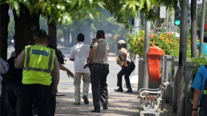 В Индонезии произошла серия взрывов, в результате которых погибли 6 человек (11 фото + видео)