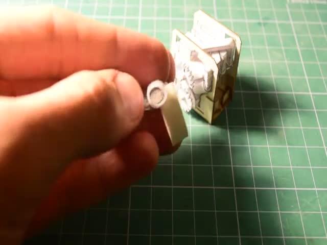 Видеоблогер собрал миниатюрный работоспособный двигатель V8 из бумаги