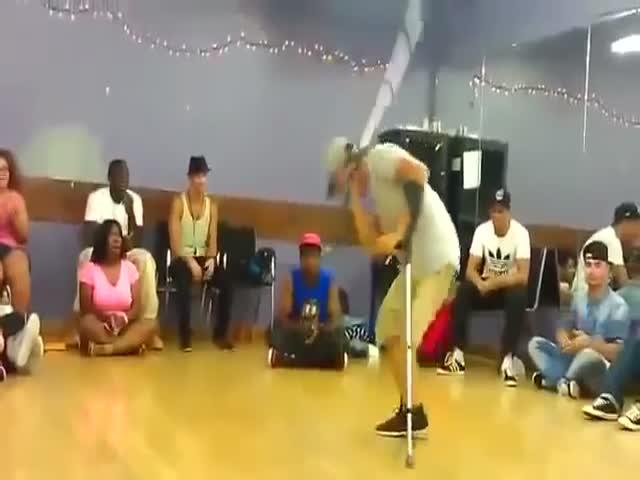 Одноногий брейкдансер исполнил великолепный танец