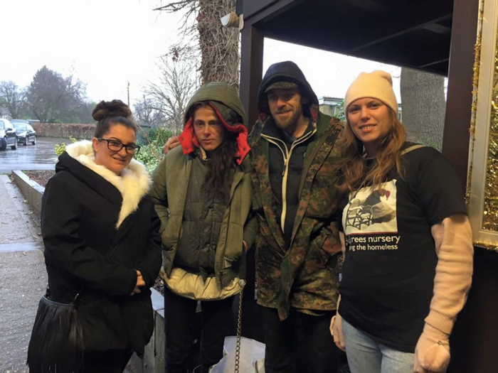 Бездомные сполна «отблагодарили» добрых женщин, оказавших им помощь (5 фото)