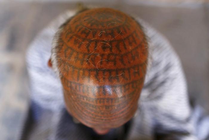 Члены индийской секты «Рамнами самадж» - люди, которые покрывают себя татуировками с именем бога Рамы (21 фото)