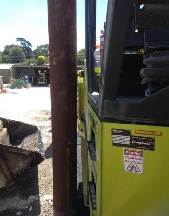 Рабочий день водителя катка закончился в самом разгаре (3 фото)