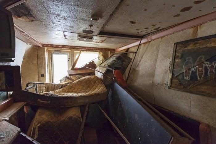 Редкие кадры с поднятого круизного лайнера Costa Concordia (13 фото)