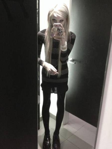 Девушка-подросток гордится своей экстремальной худобой (20 фото)