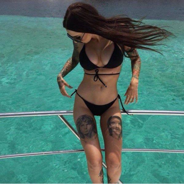 Милые девушки в купальниках нежатся под лучами солнца (40 фото)