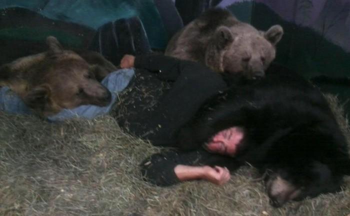 Как 700-килограммовый медведь стал настоящим другом американца (6 фото + видео)