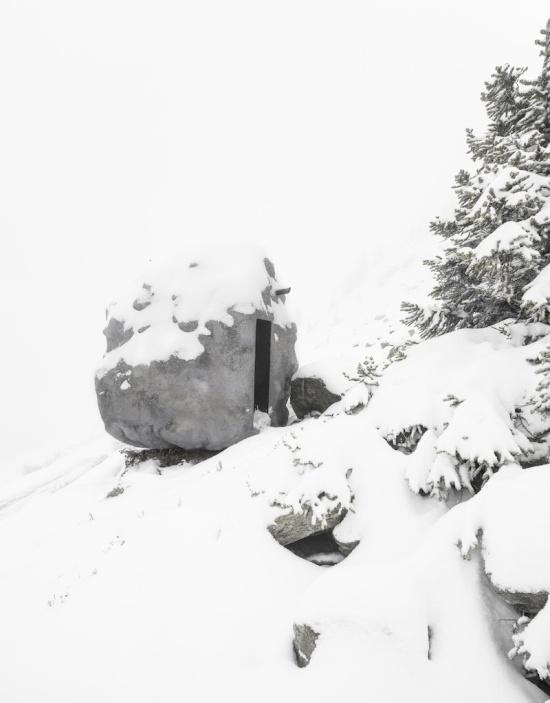 Необычный домик в Швейцарских Альпах (7 фото)