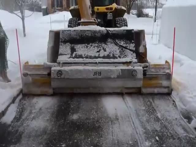 Расчистка дорог от снега в Канаде