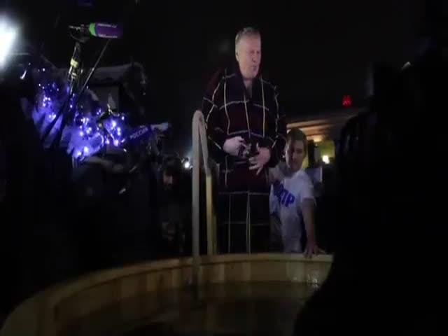 Владимир Жириновский принял участие в крещенских купаниях