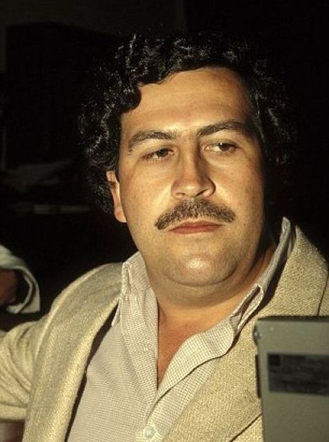 В Майами-Бич снесли особняк колумбийского наркобарона Пабло Эскобара (12 фото)
