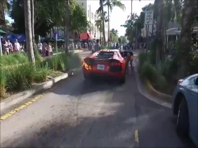 Парковщики чуть не сожгли суперкар Lamborghini Aventador