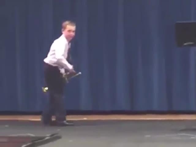 Выступление мальчика не заладилось с самого начала