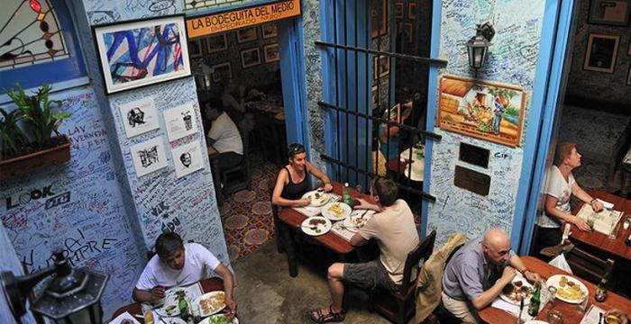 Чего не стоит делать на Кубе (12 фото)