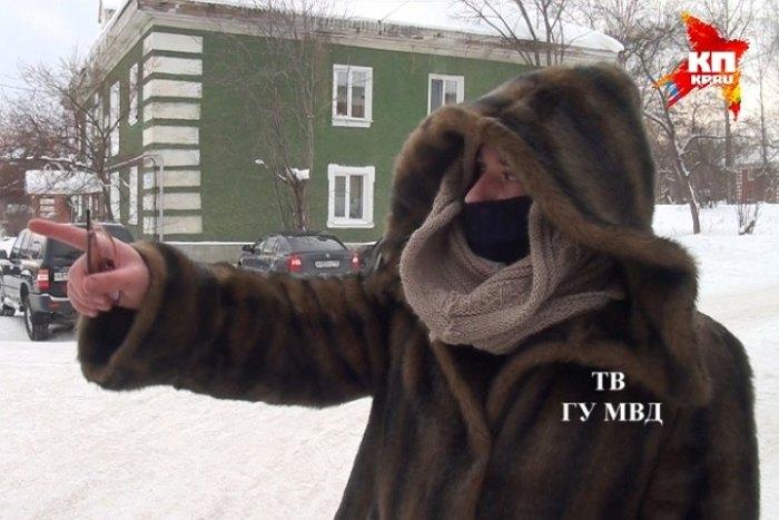 В Ревде полицейский переоделся в старушку, чтобы задержать грабителя (5 фото + видео)