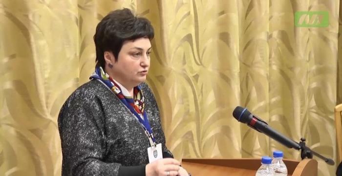 Директор департамента образования ХМАО Любовь Ковешникова любит поиграть в «Косынку» в рабочее время (3 фото)