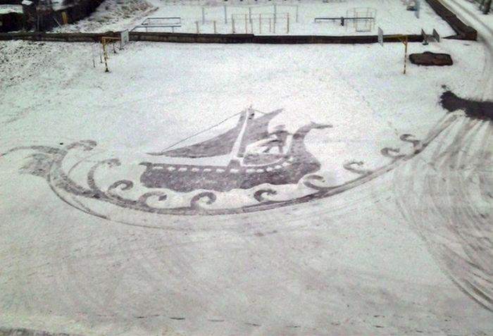 Ижевский дворник рисует великолепные картины на снегу (5 фото)