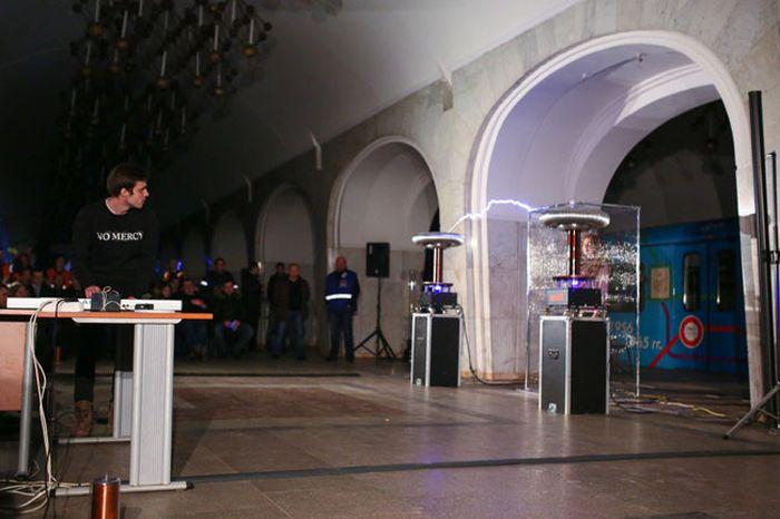 В московском метро прошел вечер памяти Николы Теслы (4 фото + видео)