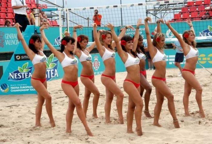 Подборка великолепных пляжных чирлидерш (41 фото)