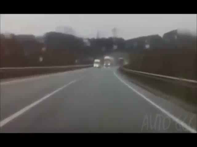 Везучие водители уходят от столкновений
