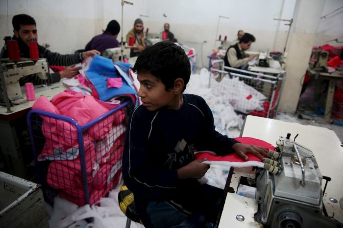 Дети, которым приходится работать с ранних лет (15 фото)