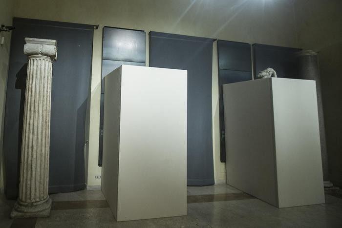 В Италии разразился скандал из-за прикрытых к визиту президента Ирана Хасана Роухани обнаженных статуй (2 фото)