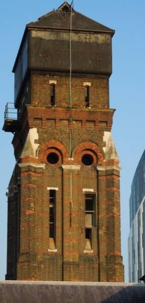 Вторая жизнь старой водонапорной башни (23 фото)
