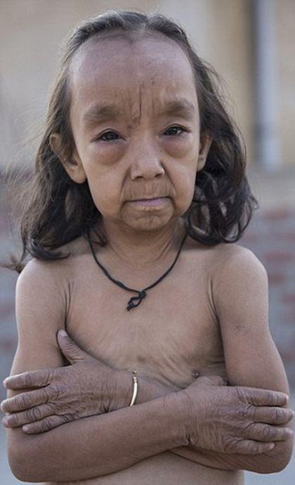 «Юные старички» из Индии (9 фото)