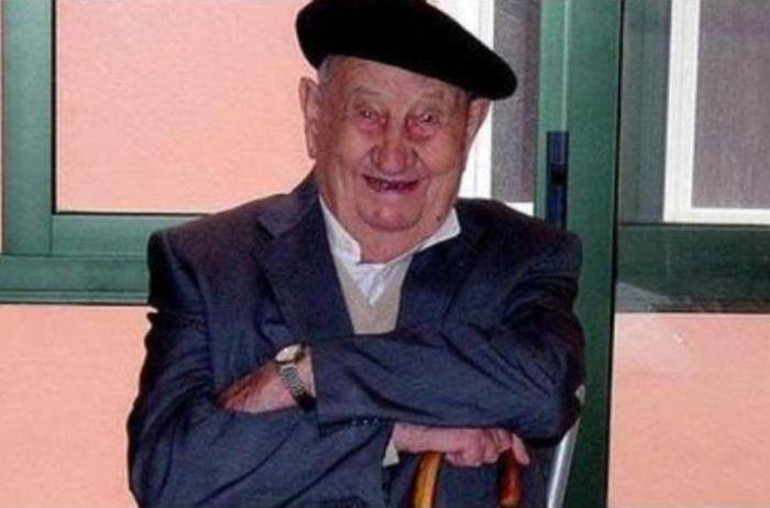В возрасте 107 лет умер испанец, который пил только вино (3 фото)