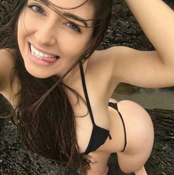Симпатичные девушки в купальниках (44 фото)