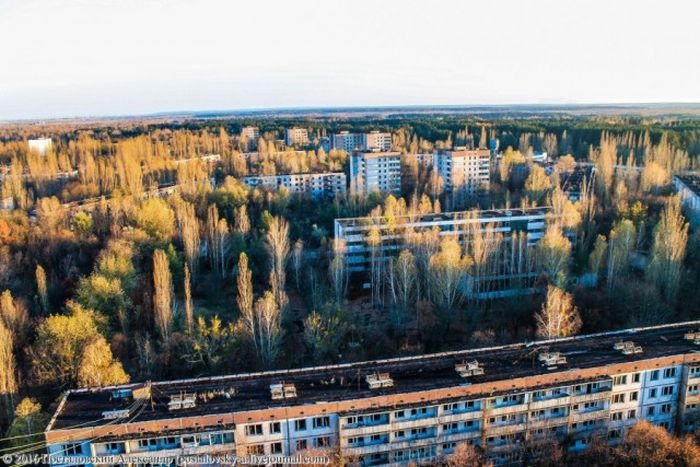 Вид на Припять, открывающийся с 16-этажек города (25 фото)