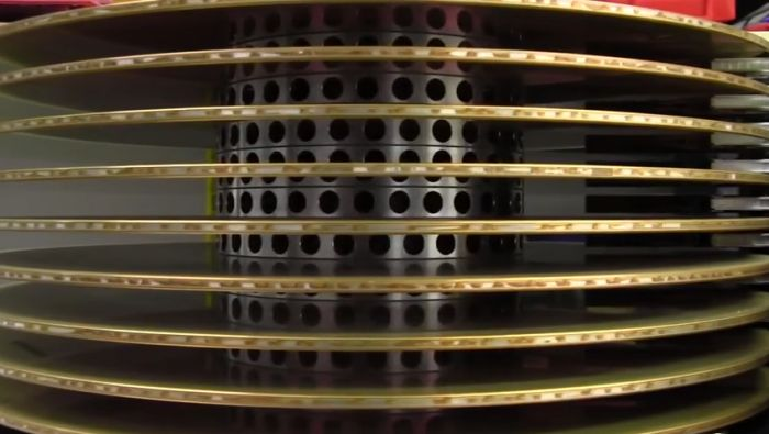 Старый 36-килограммовый жесткий диск особо большого объема (16 фото)