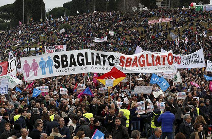 Митинг противников однополых браков в Италии (5 фото)