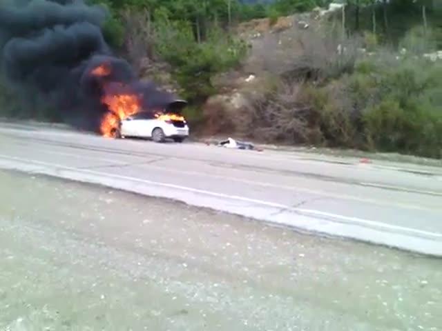 Водитель грузовика потушил горящий автомобиль