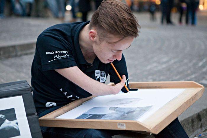 Великолепные портреты, написанные безруким художником Мариушем Кеджерски (11 фото)