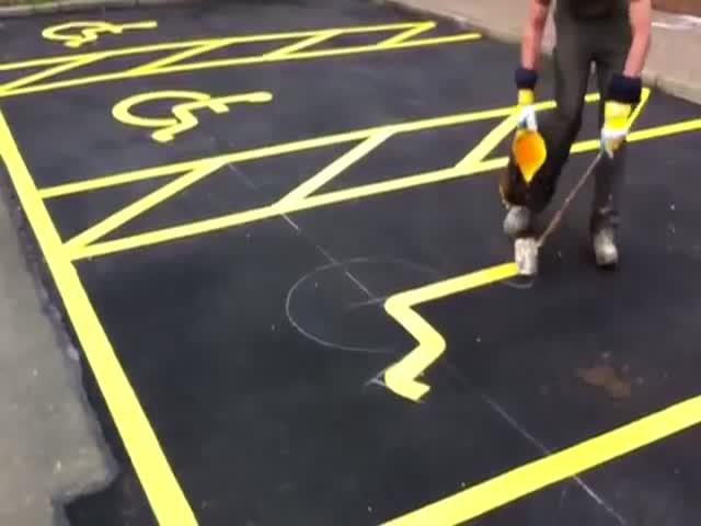 Нанесение разметки на парковке