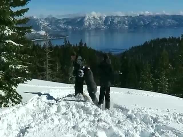 Американский изобретатель собрал пулемет для игры в снежки