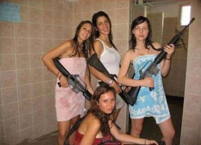 Странные фотографии девушек (40 фото)